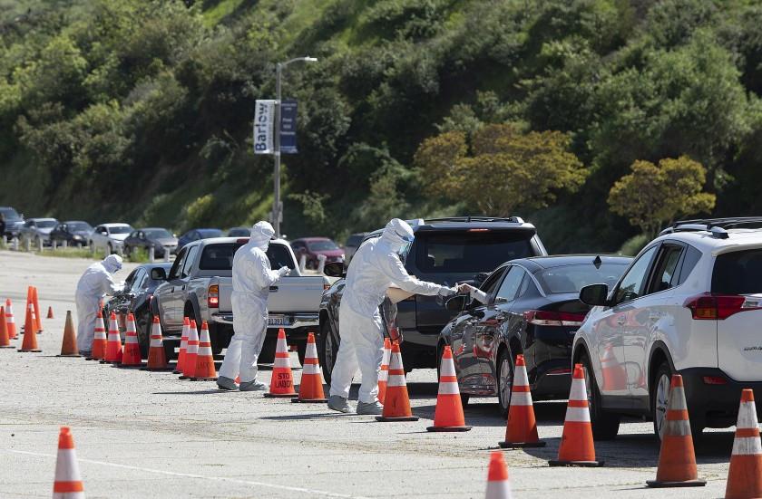 Quận Los Angeles tăng số lượng xét nghiệm coronavirus drive-thru khi các ca nhiễm lên đến 6,000 người