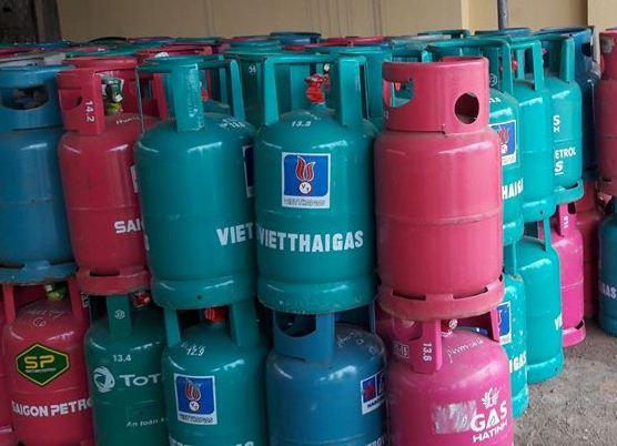 Vỏ bình gas cũng được ngân hàng rao bán để thu hồi nợ