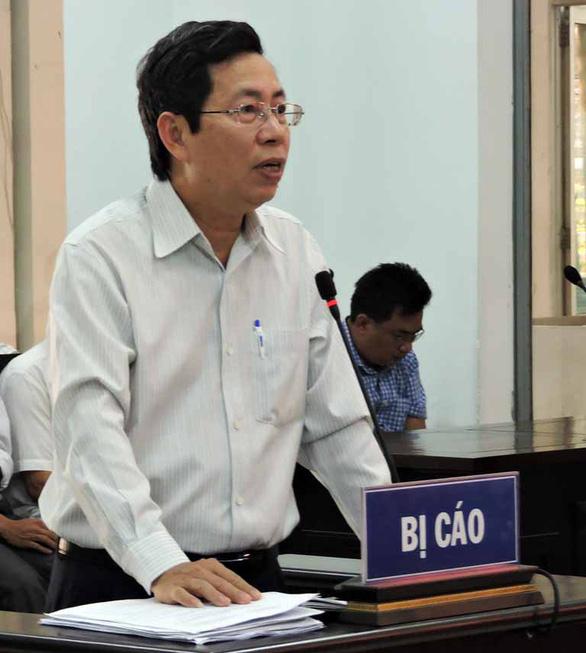 Nhận án 9 tháng tù vẫn giữ nguyên chức vụ phó chủ tịch thành phố và hưởng lương