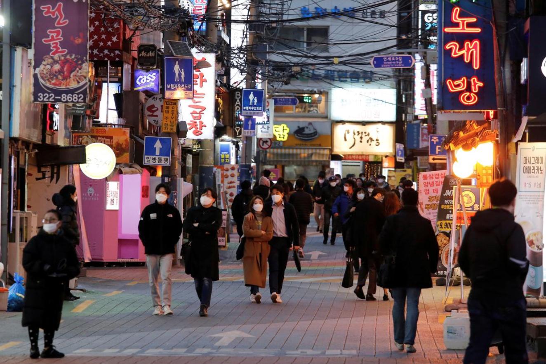 Các trường hợp nhiễm coronavirus của Nam Hàn tăng vọt lên mức cao nhất kể từ đầu tháng 4 khi ổ dịch nhà kho lan truyền