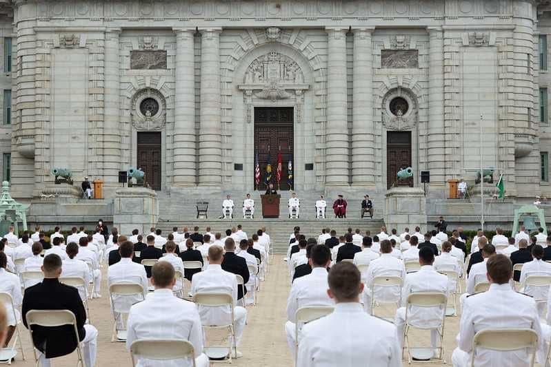 10 tân sĩ quan gốc Việt tốt nghiệp Học Viện Hải Quân Hoa Kỳ 2020
