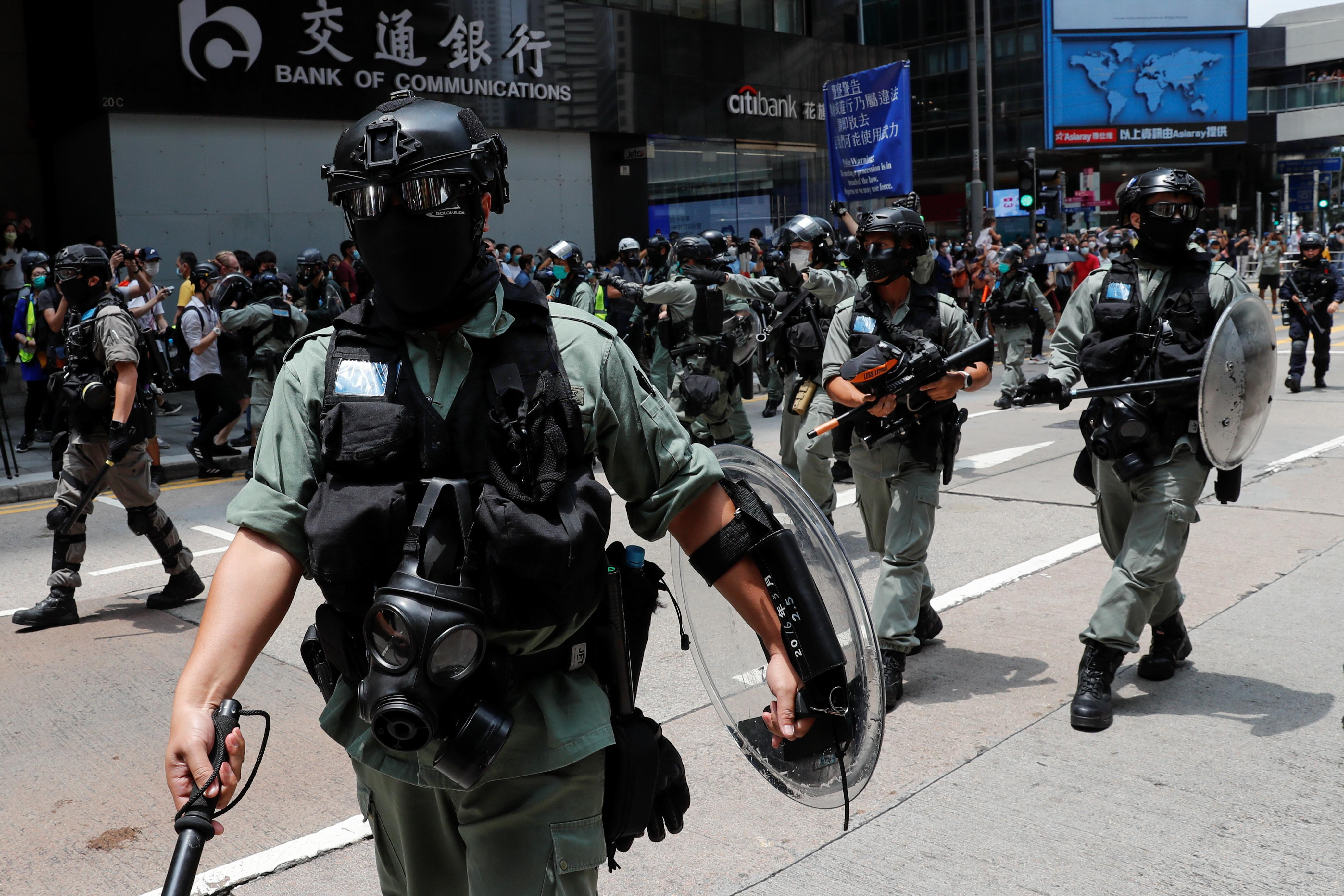 Cảnh sát Hồng Kông bắn hơi cay để giải tán các cuộc biểu tình phản đối dự luật an ninh