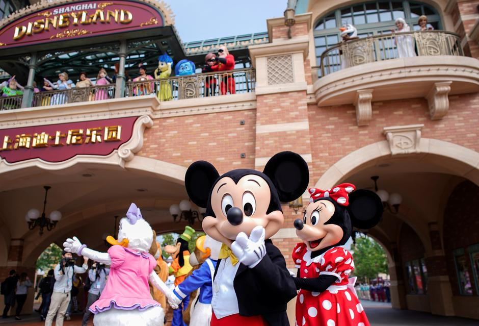 Disneyland Shanghai mở cửa hạn chế sau lệnh phong tỏa coronavirus
