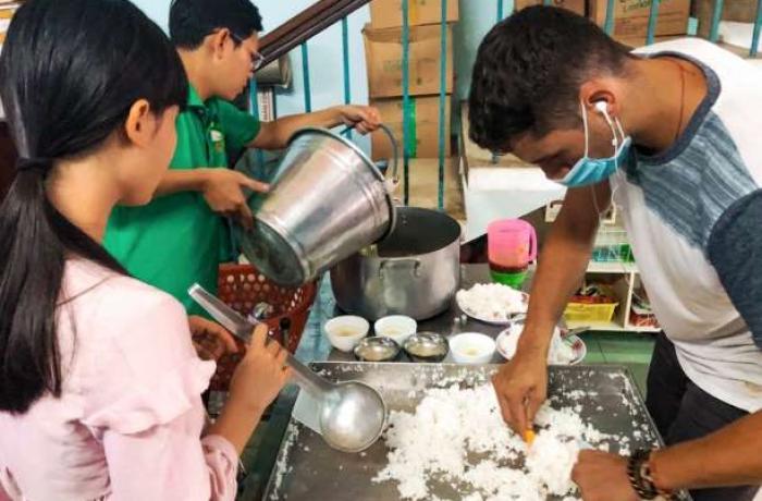 Các nhóm tình nguyện Công Giáo Việt Nam giúp đỡ những người bị ảnh hưởng do đại dịch