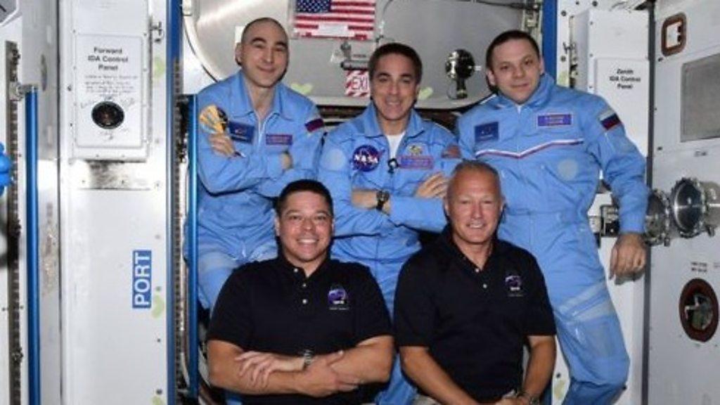 Phi thuyền không gian Dragon Capsule cặp an toàn với trạm không gian quốc tế