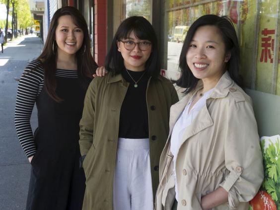 Nhóm cử nhân gốc Việt tại Vancouver đảm nhận công việc dịch thuật để giúp các công nhân bị mất việc làm có thể tiếp cận với hỗ trợ của chính phủ