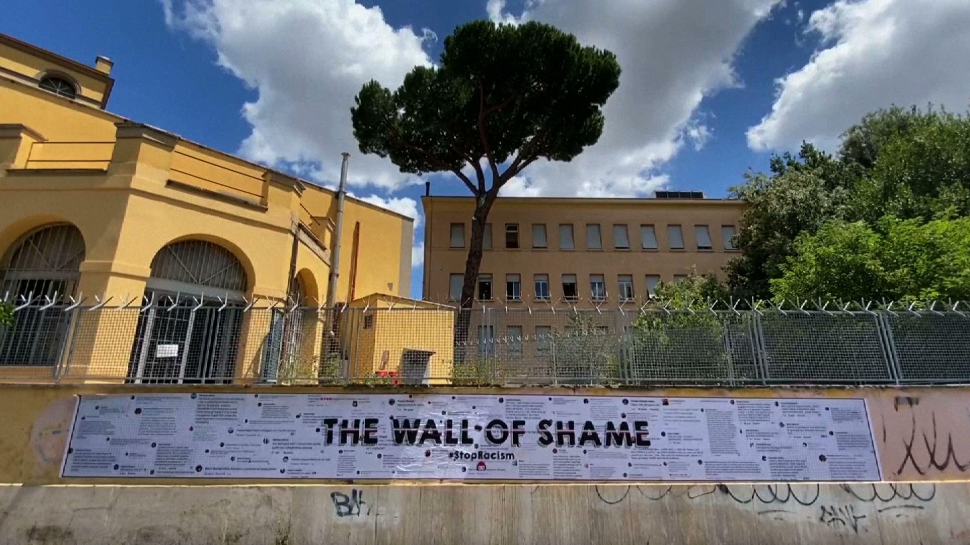 """Tác phẩm """"Wall of Shame"""" ở Rome góp phần vào cuộc chiến chống kỳ thị chủng tộc"""