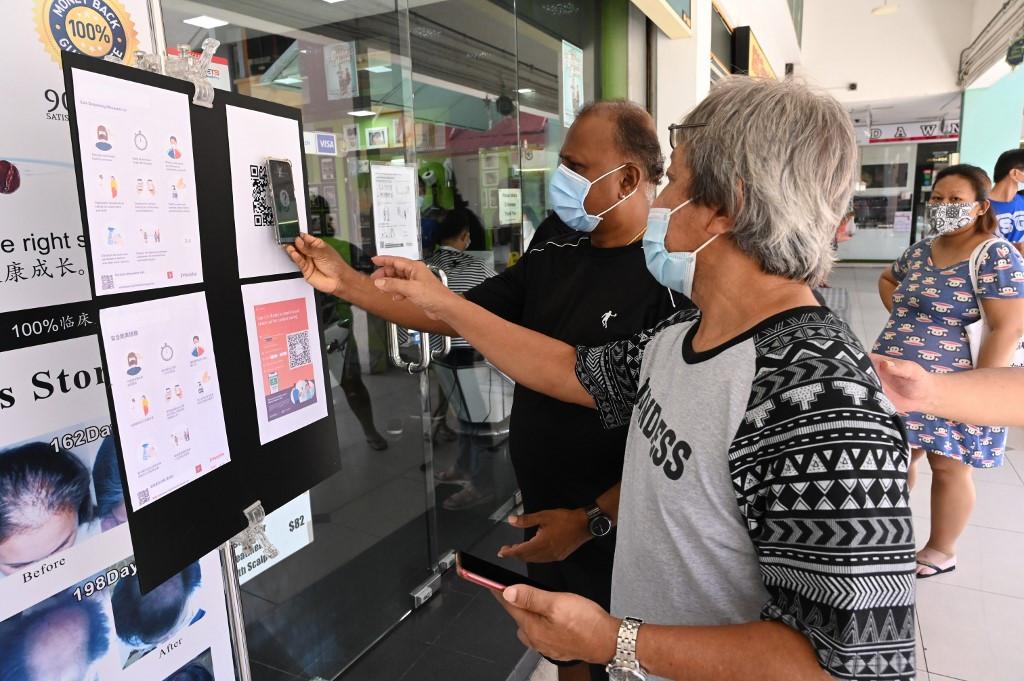 Nam Hàn bắt buộc dùng mã QR để ghi nhận thông tin khách hàng sau khi coronavirus bùng phát ở hộp đêm