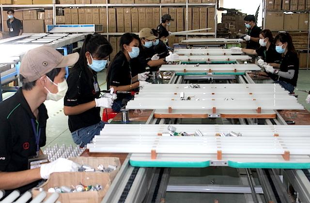Các công ty Việt Nam bế tắc và không còn sức chờ tiền hỗ trợ