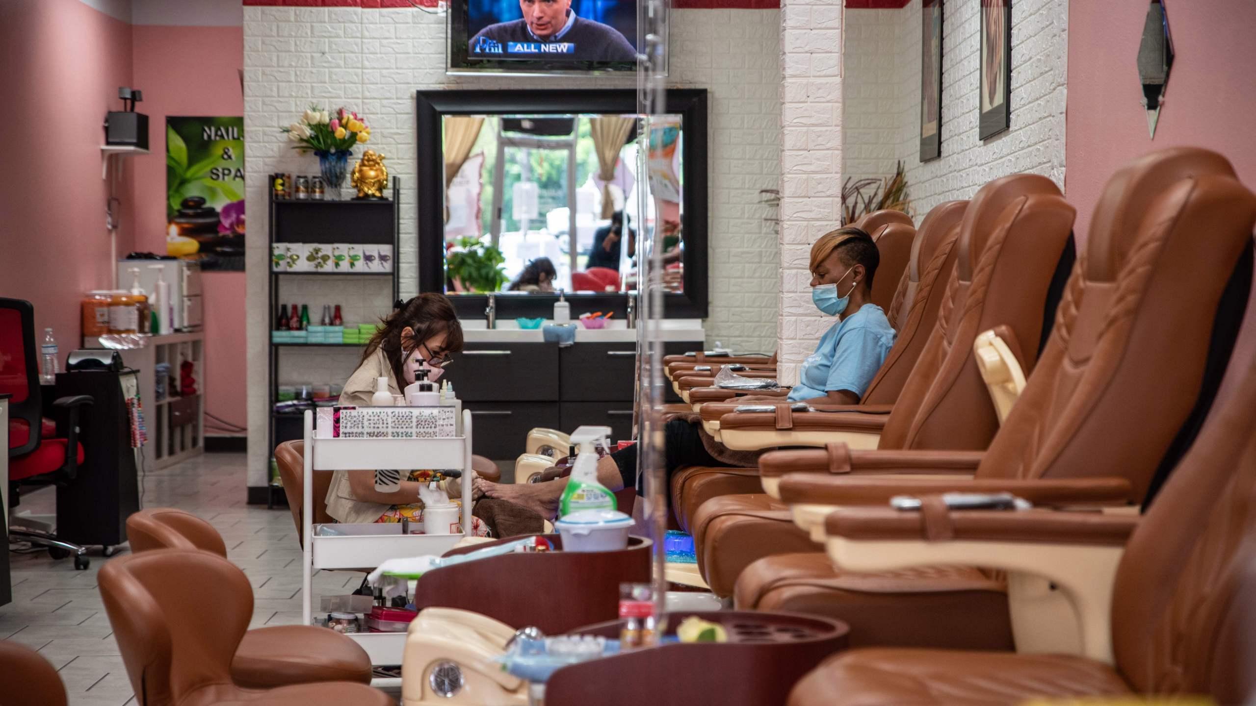 Quận Los Angeles cho phép tiệm làm móng, quán bar và các công ty khác mở cửa trở lại vào thứ Sáu (19/06/2020)