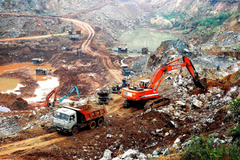 Nhiều viên chứcquan thuếbị bắt vì xuất cảng lậu quặng sắt sang Trung Cộng