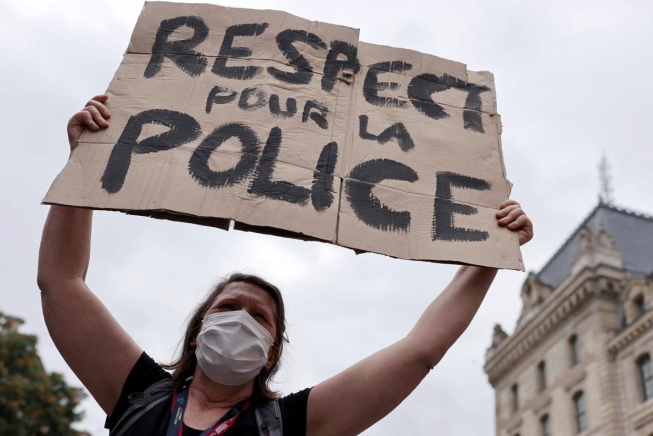 Vợ của cảnh sát Pháp kêu gọi chính phủ hãy tôn trọng cảnh sát của đất nước