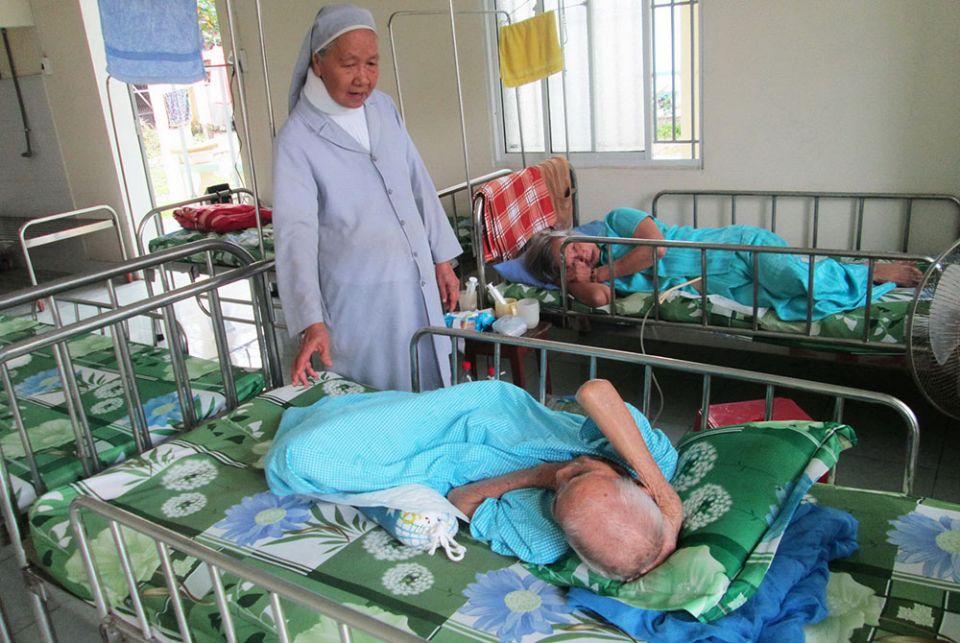 Các nữ tu cung cấp nơi ở và chăm sóc cho những người phụ nữ cao niên bị bỏ rơi