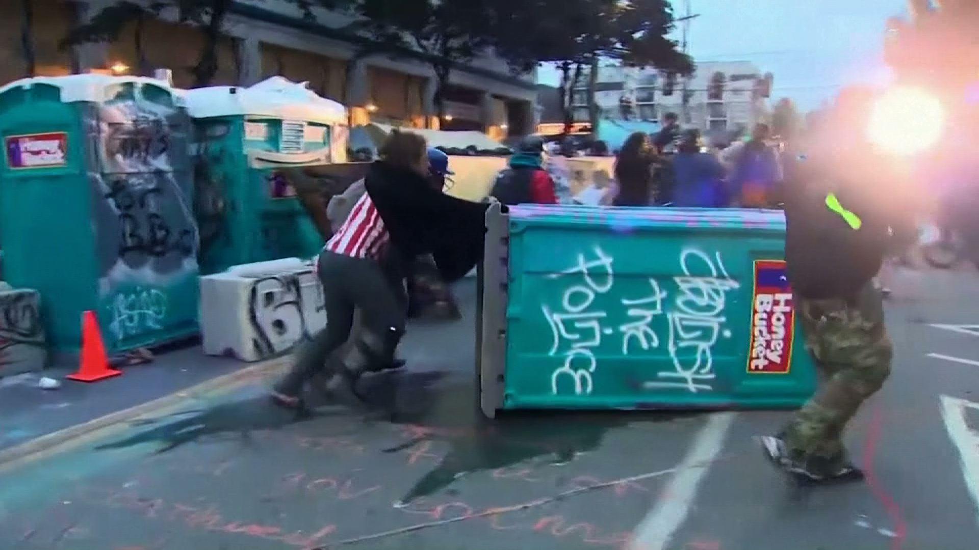 Cảnh sát Seattle giải tán khu vực biểu tình CHOP sau khi Thị Trưởng Jenny Durkan tuyên bố khu vực này là tụ tập bất hợp pháp