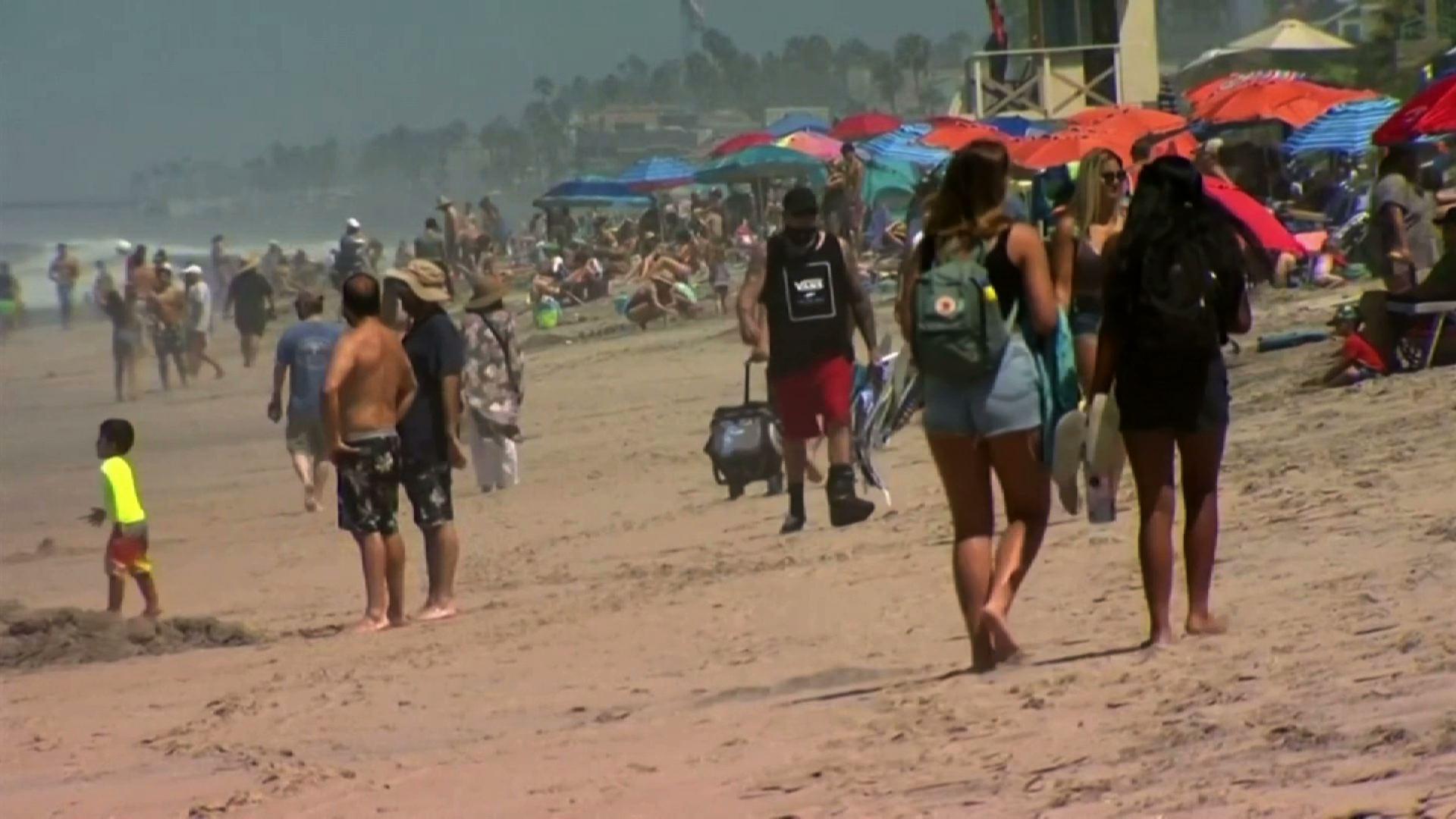 Bãi biển ở quận San Diego đông nghẹt người vào ngàyLễĐộc Lập Hoa Kỳ 04/07/2020