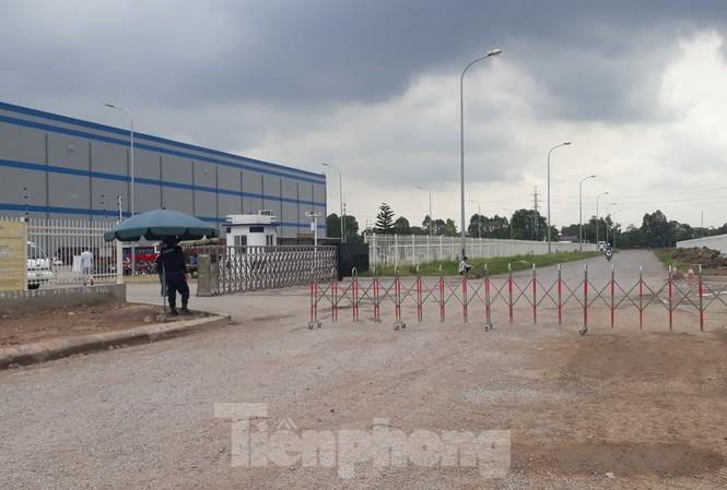 Sau khi xây dựng trái phép, công ty Trung Cộng chặn chiếm luôn đường đi của người dân