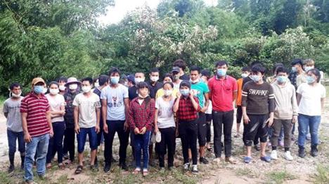 Hàng chục người Việt vượt biên từ Trung Cộng về nước