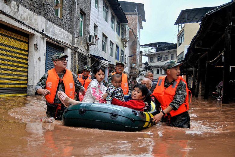 Mưa lớn gây ngập lụt khắp miền nam Trung Cộng