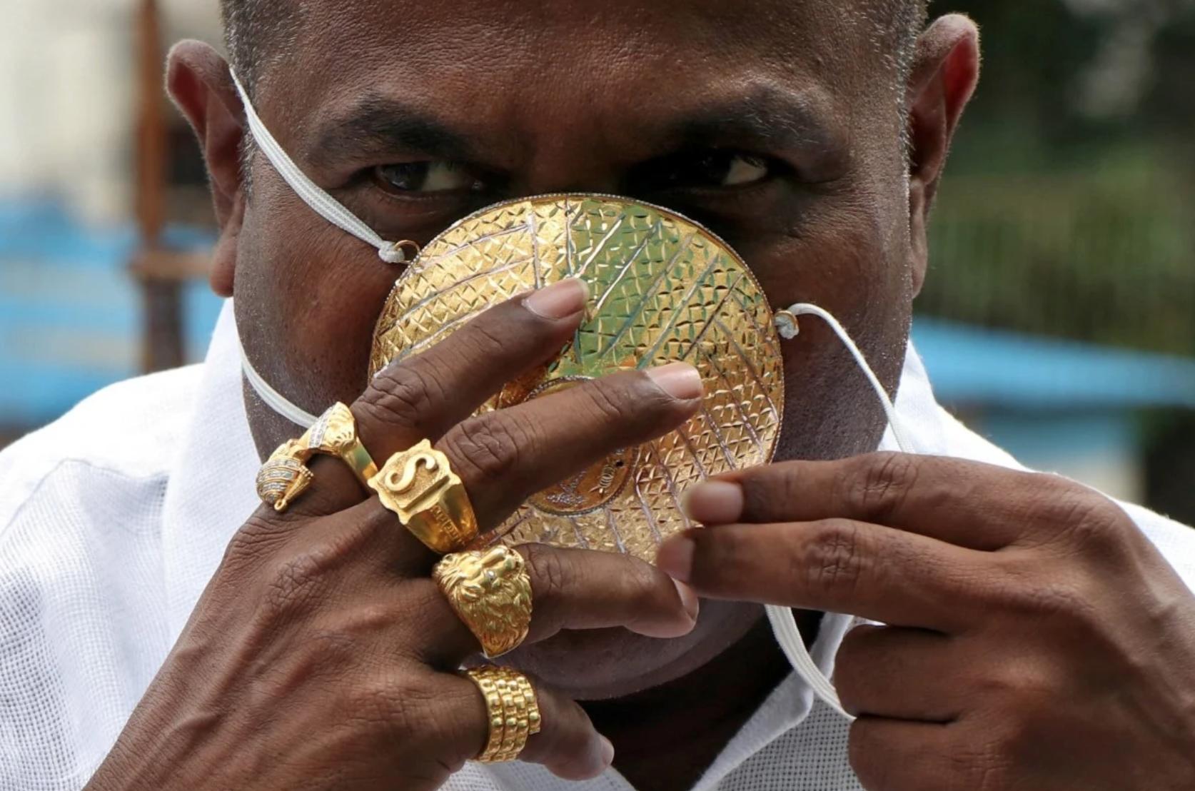 Thương gia Ấn Độ đeo khẩu trang vàng 4,000 Mỹ kim để chống coronavirus