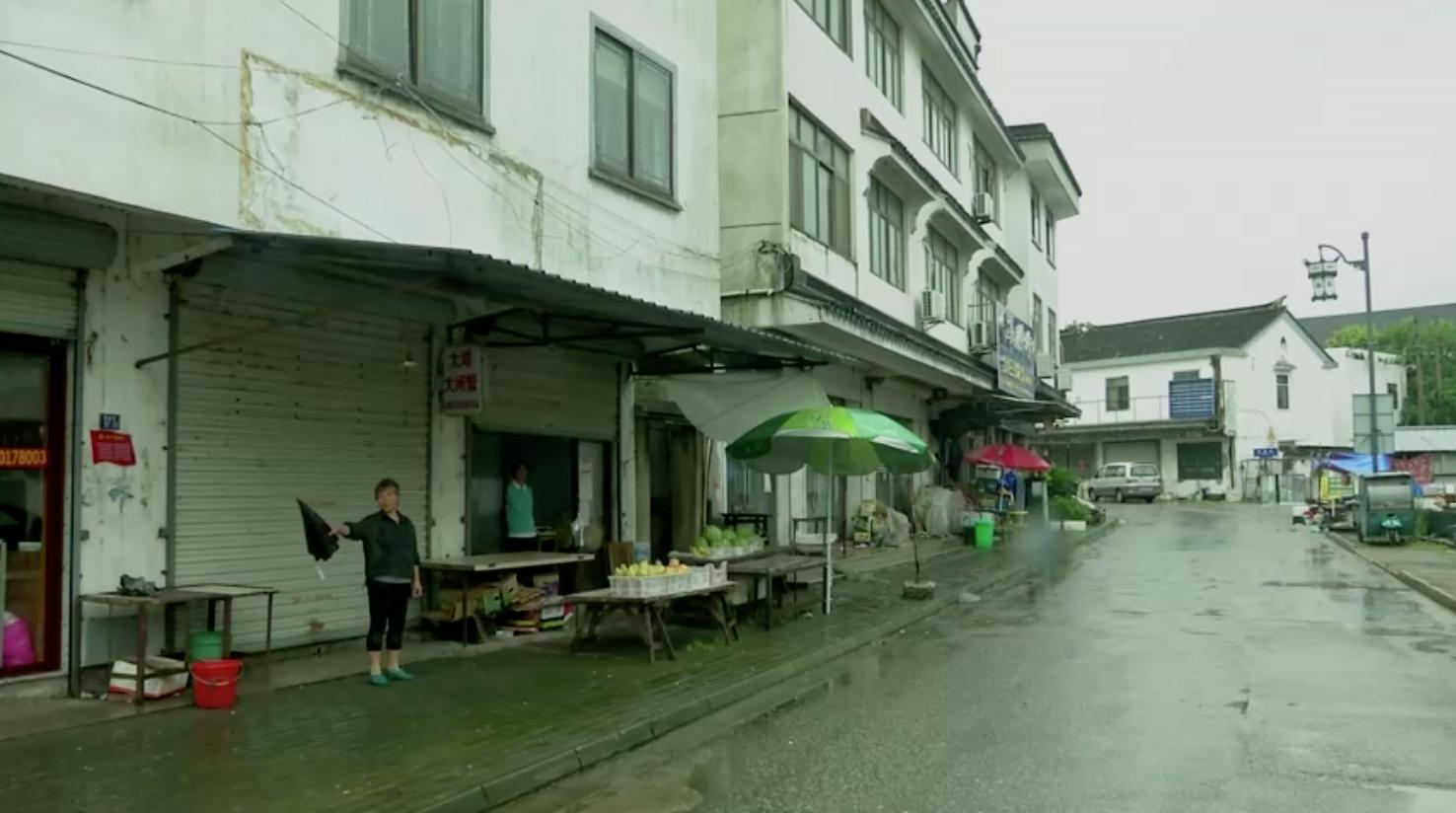 Cư dân tại hồ khổng lồ của Trung Cộng không lo lắng khi lượng mưa vượt mức kỷ lục
