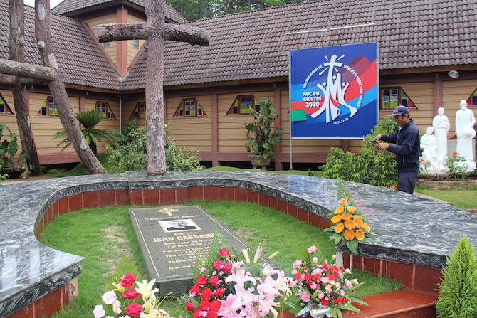 Vị linh mục người pháp dành cả cuộc đời chăm sóc những người bị phong cùi tại Việt Nam