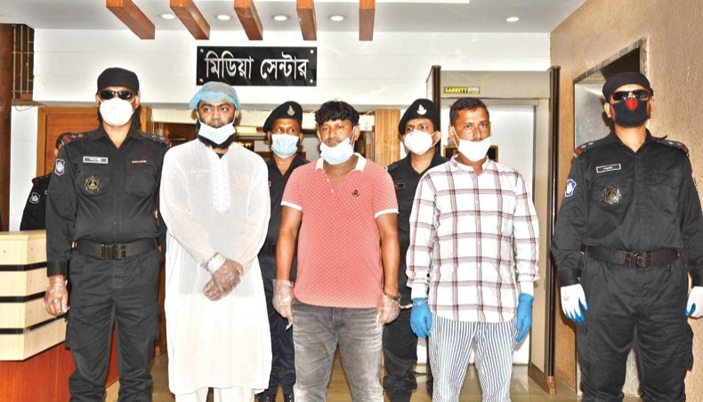 3 người bị bắt giữ vì buôn lậu người đến Việt Nam