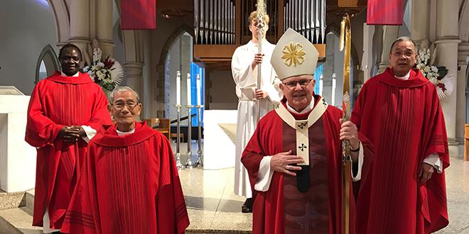 Một linh mục tị nạn chờ đợi 12 năm để làm lễ xuất gia, kỷ niệm 25 năm làm linh mục