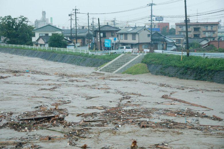 Hai người có nguy cơ thiệt mạng, 10 người mất tích trong cơn bão ở miền tây Nhật Bản