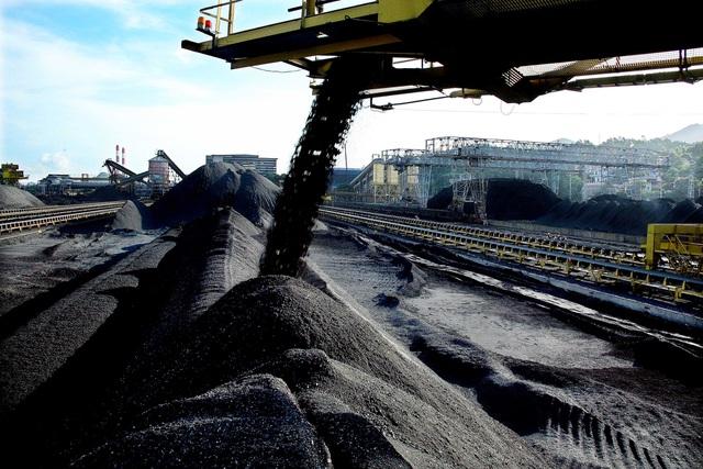 Việt Nam mua than của Trung Cộng với giá cao gấp 3 lần mua của quốc gia khác
