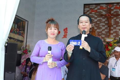 Công an cộng sản thẩm vấn linh mục Nguyễn Duy Tân, đe doạ giữ ông vì viết Facebook