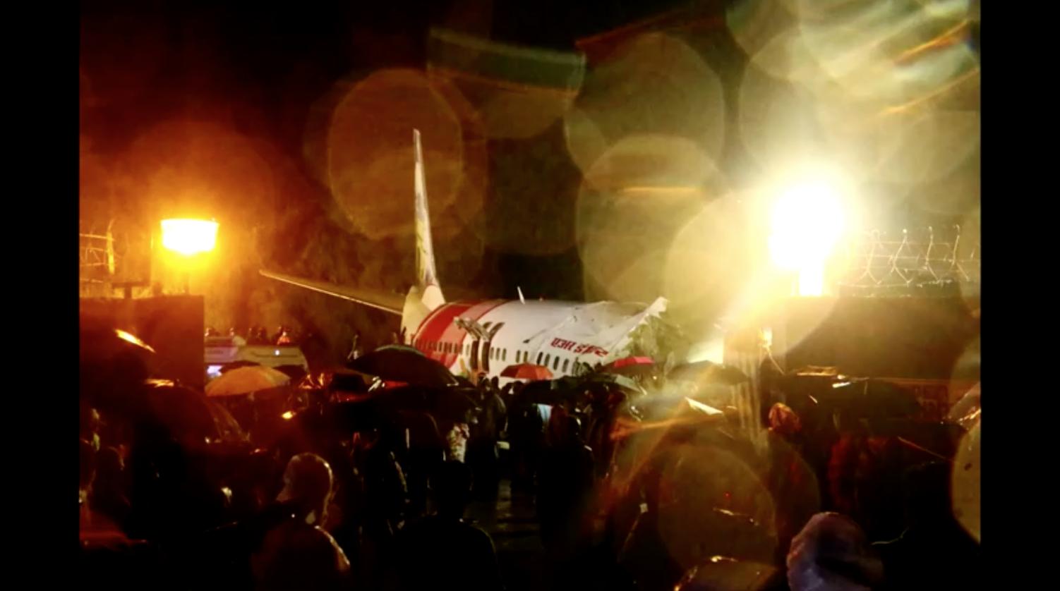 Ít nhất 15 người thiệt mạng khi chuyến bay hồi hương COVID-19 của Ấn Độ gặp nạn khi hạ cánh