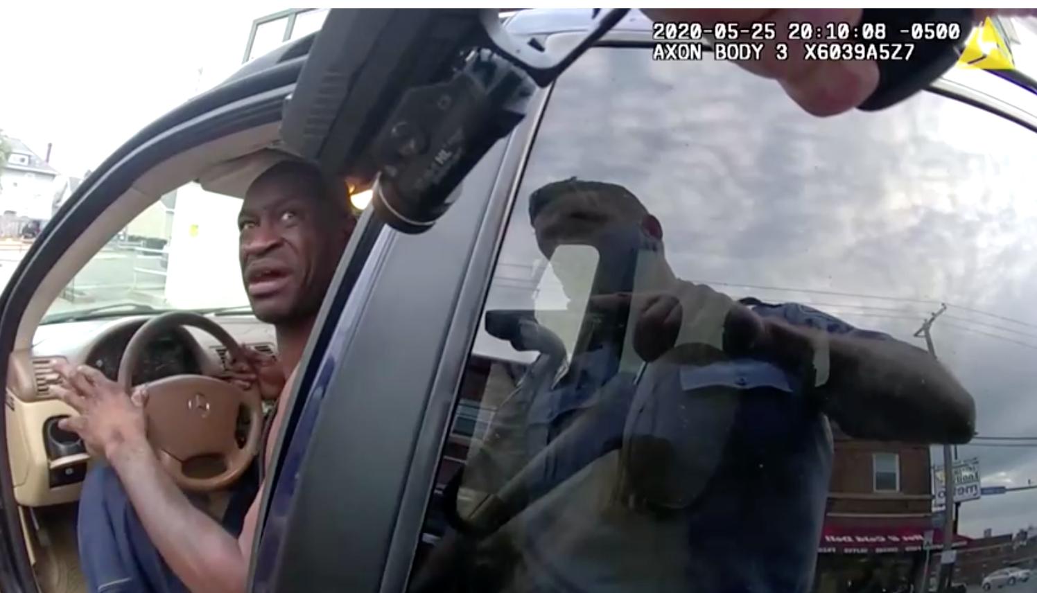 Video mới từ máy quay gắn trên người cảnh sát tiết lộ cuộc đối thoại giữa ông George Floyd và cảnh sát thành phố Minneapolis