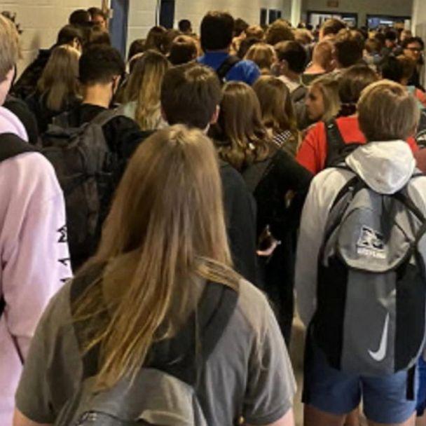 Hủy bỏ đình chỉ việc học của một học sinh đăng lên mạng xã hội bức ảnh về hành lang đông đúc của nhà trường