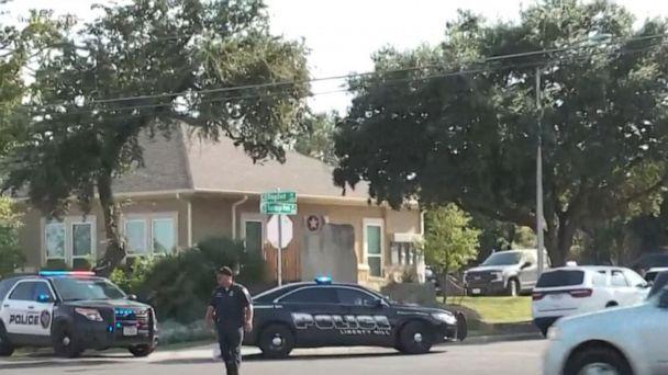 3 cảnh sát bị bắn khi điều tra một vụ bạo hành gia đình tại ngoại ô thành phố Austin