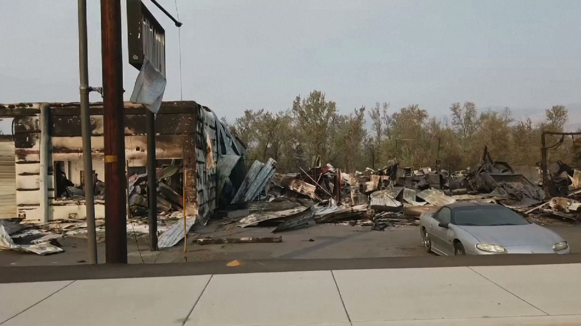 10 phần trăm dân số tiểu bang Oregon được yêu cầu di tản khi cháy rừng giết chết 24 người ở bờ Tây