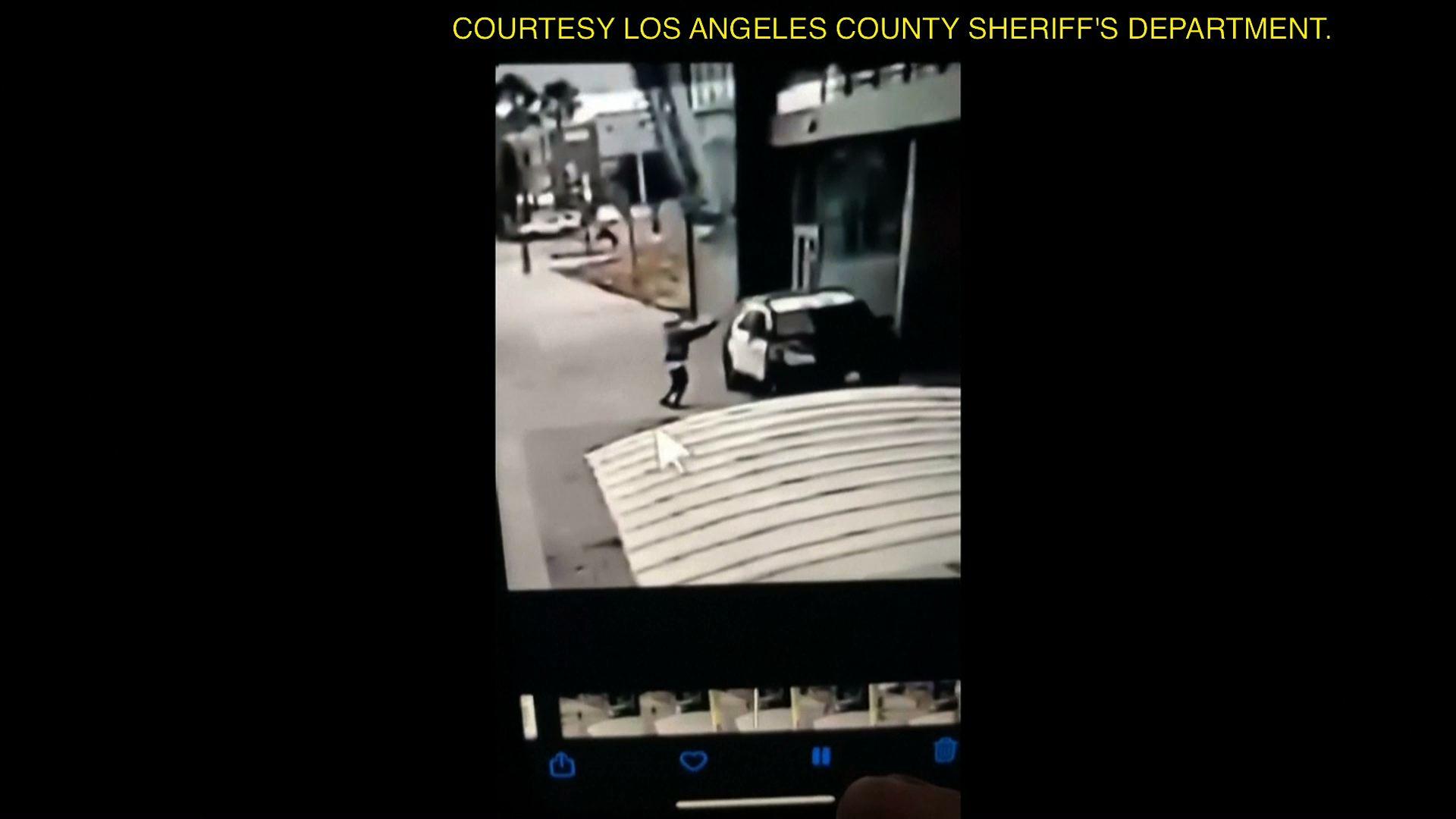 Hai cảnh sát bị bắn trong một cuộc phục kích tại nhà ga xe lửa ở Los Angeles