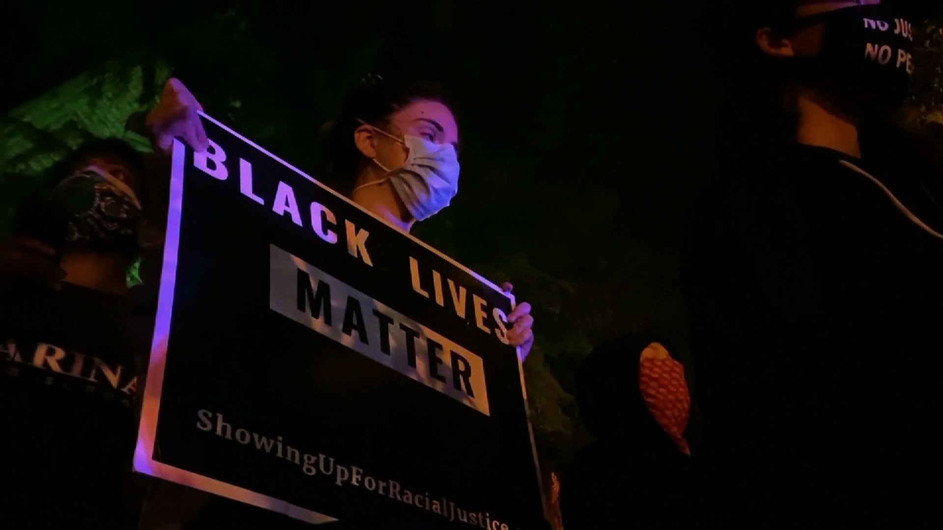 Biểu tình chống kỳthị chủng tộc quay trở lại Louisville sau các phán quyết trong vụ án của Breonna Taylor