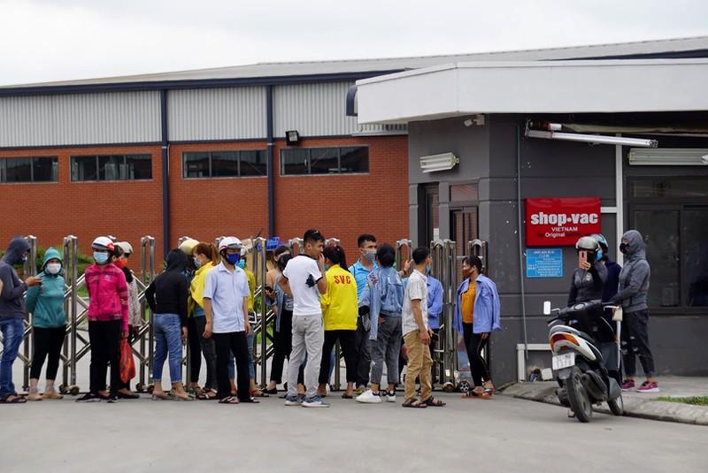 """Hơn 800 công nhân và nhiều đối tác lo lắng vì chủ người Trung Cộng bỗng dưng """"biến mất"""""""