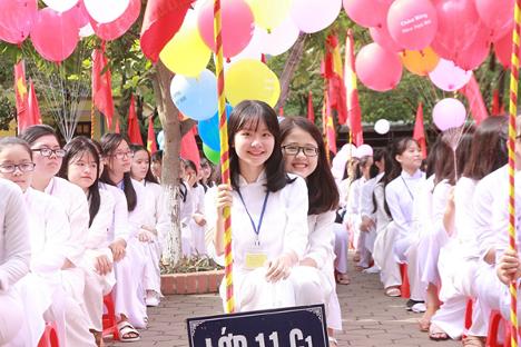 Gánhnặng của cha mẹ học sinh Việt Nam đầu năm học
