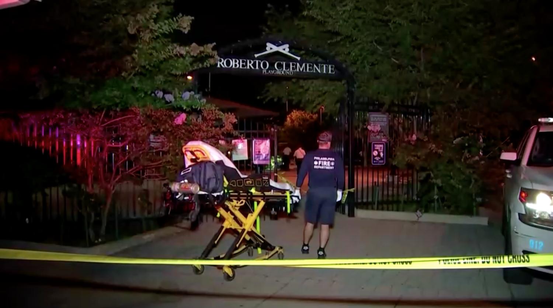 3 tay súng bắn 55 phát súng khiến 2 người thiệt mạng, 2 người bị thương tại một sân chơi ở Philadelphia