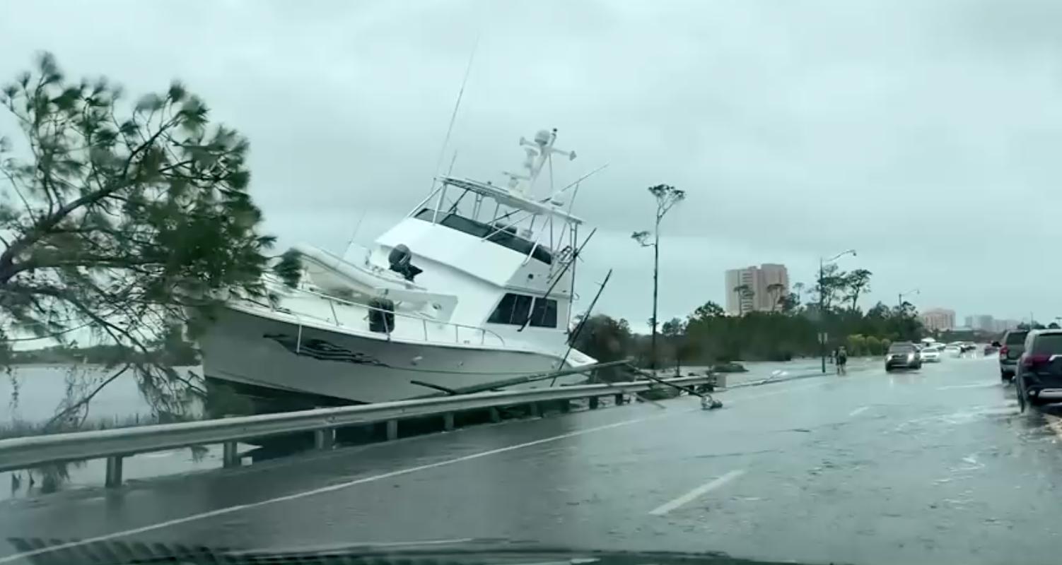 """Bão Sally hạ cấp thành bão nhiệt đới, mang đến """"lũ lụt chưa từng có"""" tại Gulf Coast"""