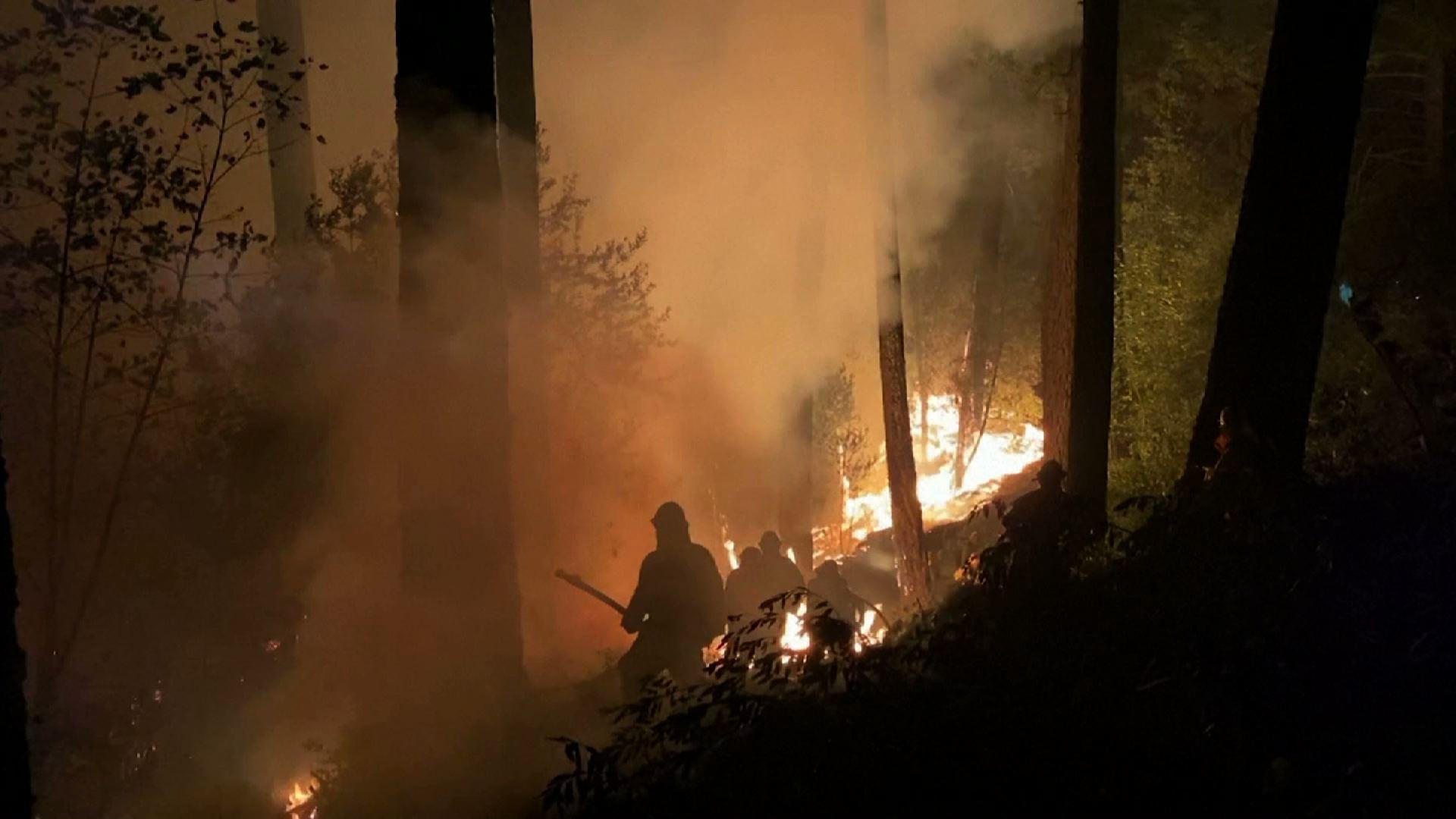 Cháy rừng ở California tiếp tục đe dọa các thị trấn và nhà máy rượu