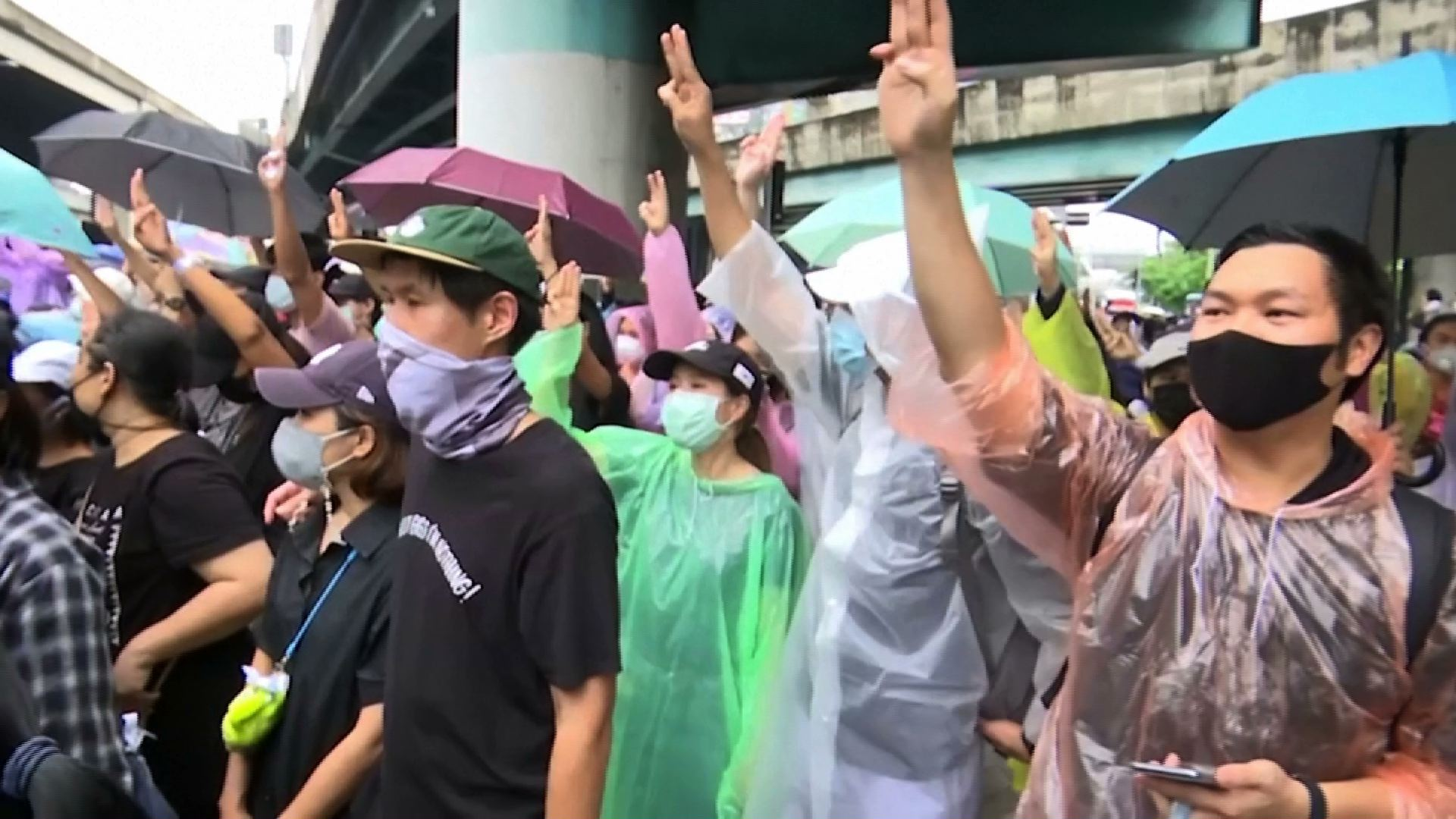Hàng chục ngàn người Thái Lan biểu tình bất chấp lệnh cấm