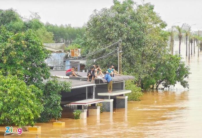 Hàng chục người tử vong, nhiều người lên mạng xã hội kêu cứu vì mưa lũ lớn lịch sử