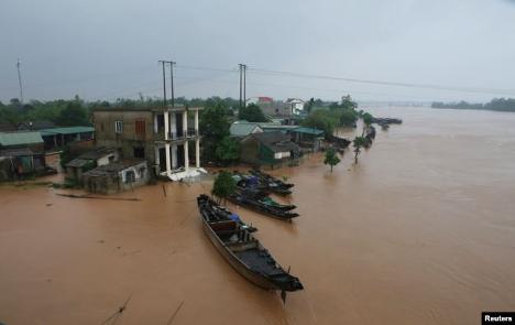 Toà Đại Sứ Hoa Kỳ tại Việt Nam chia sẻ mất mát do lũ lụt ở miền Trung