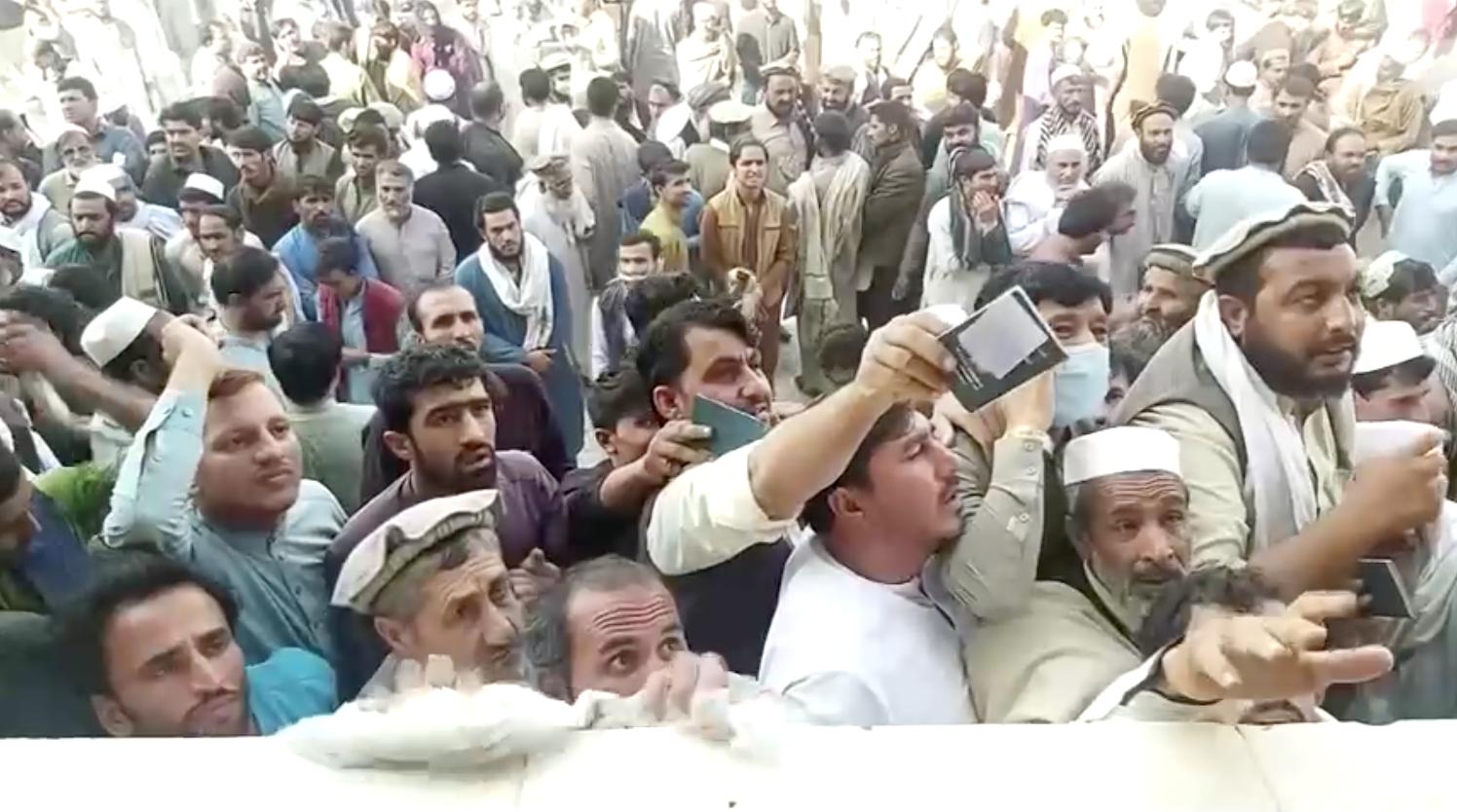 Ít nhất 11 người phụ nữ thiệt mạng sau khi bị giẫm đạp gần tòa lãnh sự Pakistan