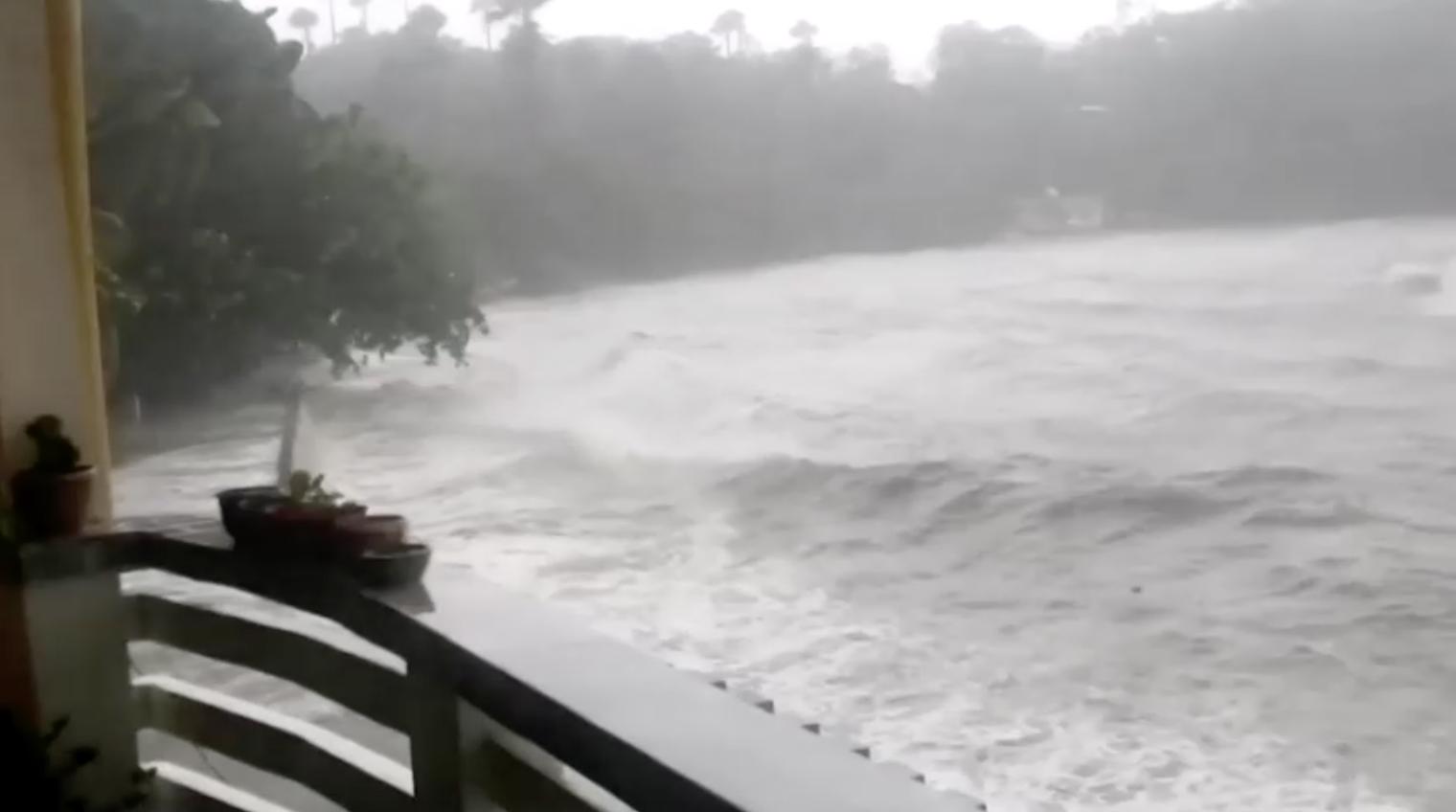 Philippines ra lệnh di tản khi cơn bão mạnh nhất thế giới trong năm 2020 tiến gần đất liền