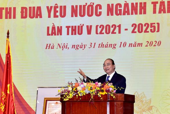 Thủ Tướng CSVN giải thích thu được nhiều tiền thuế là do dân tín nhiệm cao