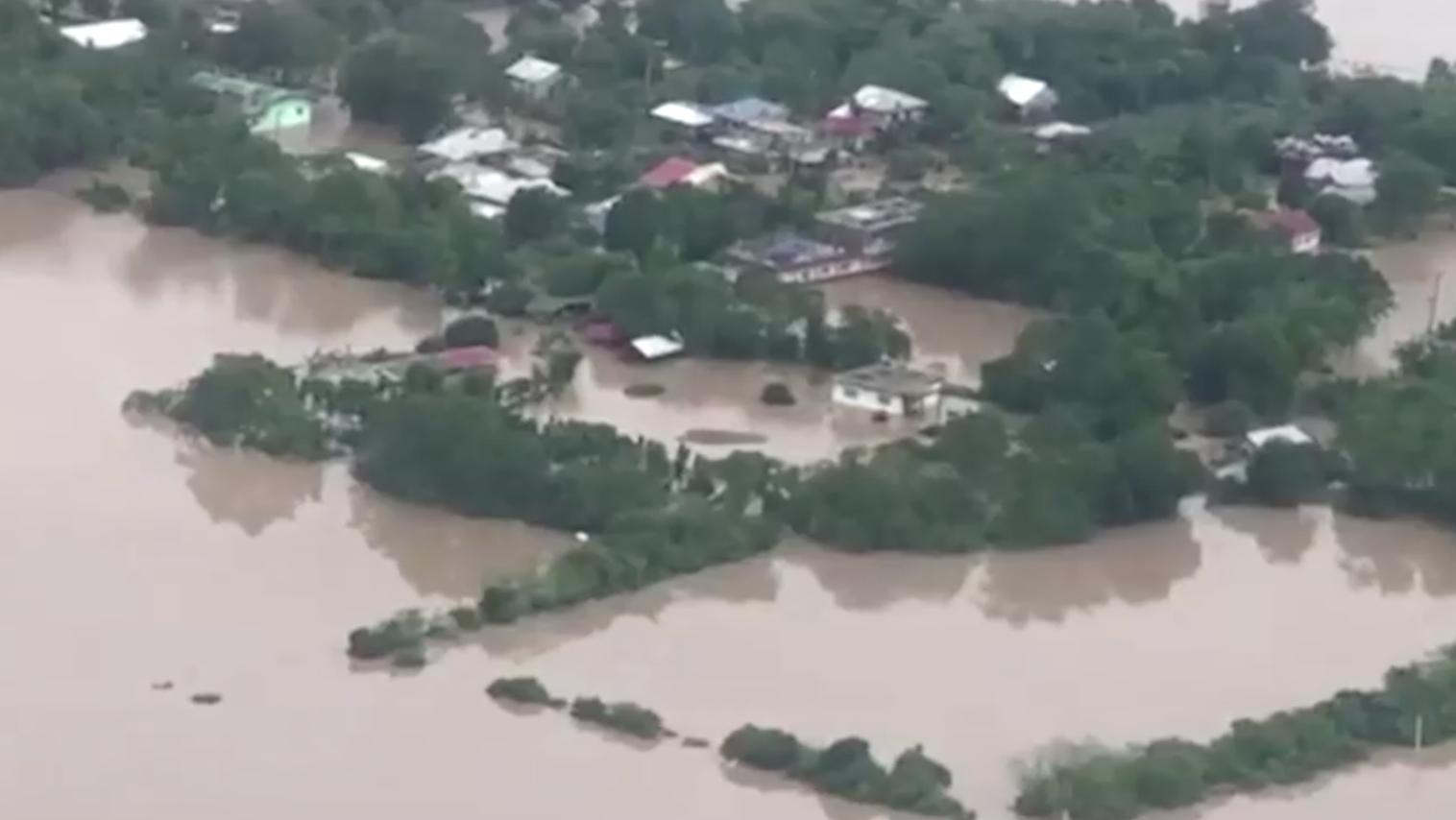 Việt Nam đối mặt với bão Vamco, 53 người thiệt mạng ở Philippines