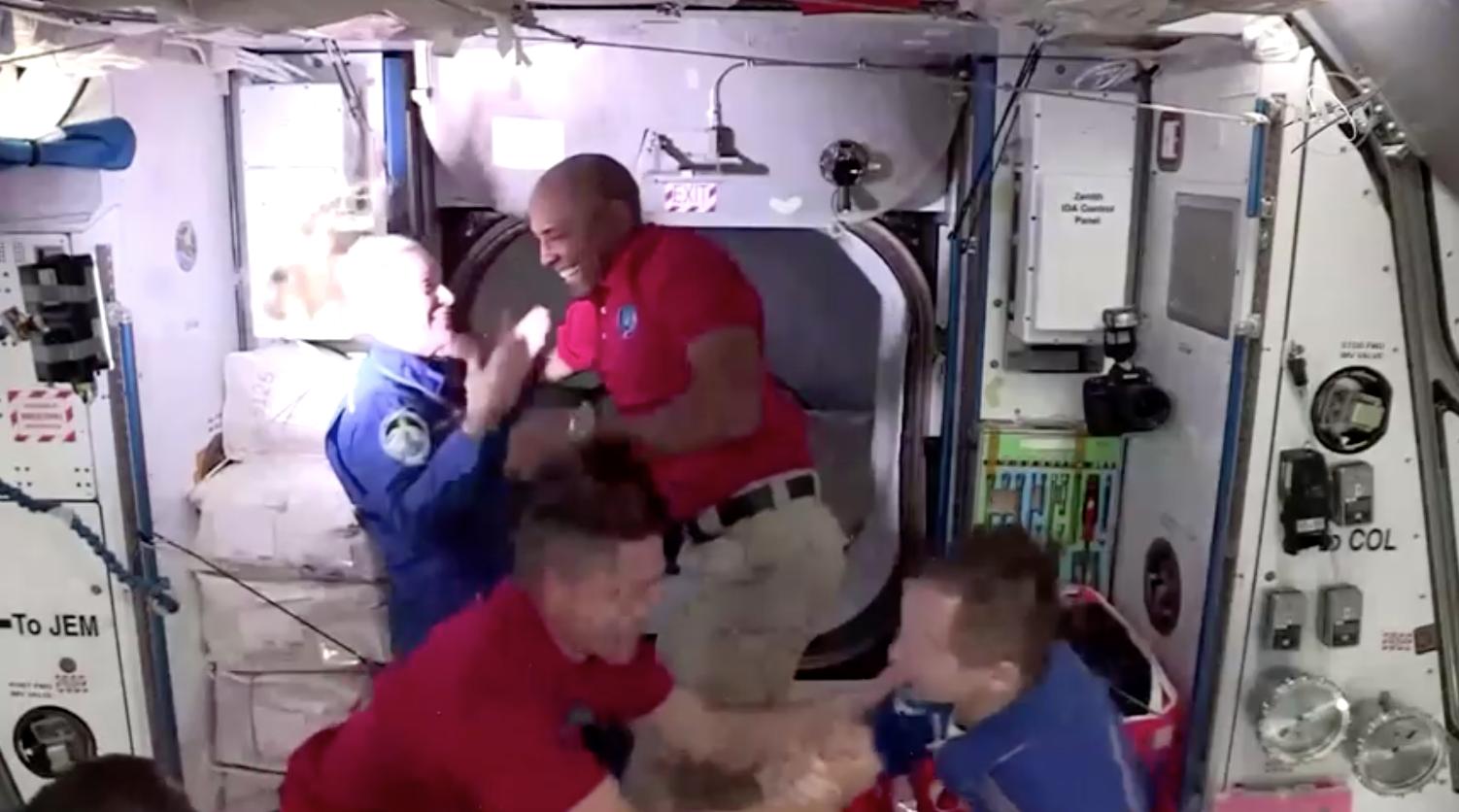 Phi thuyền không gian của SpaceX chở 4 phi hành gia đã đến trạm không gian quốc tế